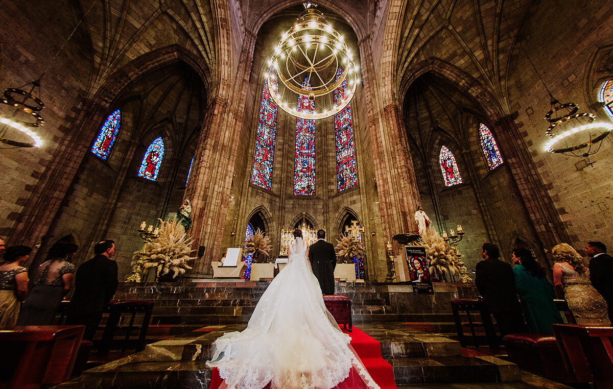 Bride & Groom, Templo Expiatorio, Alan Robles Fotografo de Bodas en Guadalajara - Love is the big reason, Wedding & Love photographer