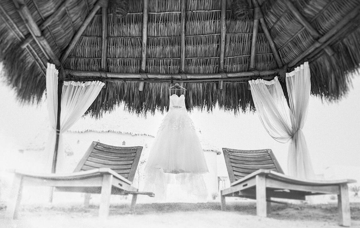 Fotografia de bodas. Fotografia de vestido por fotografo profesional Alan Robles.