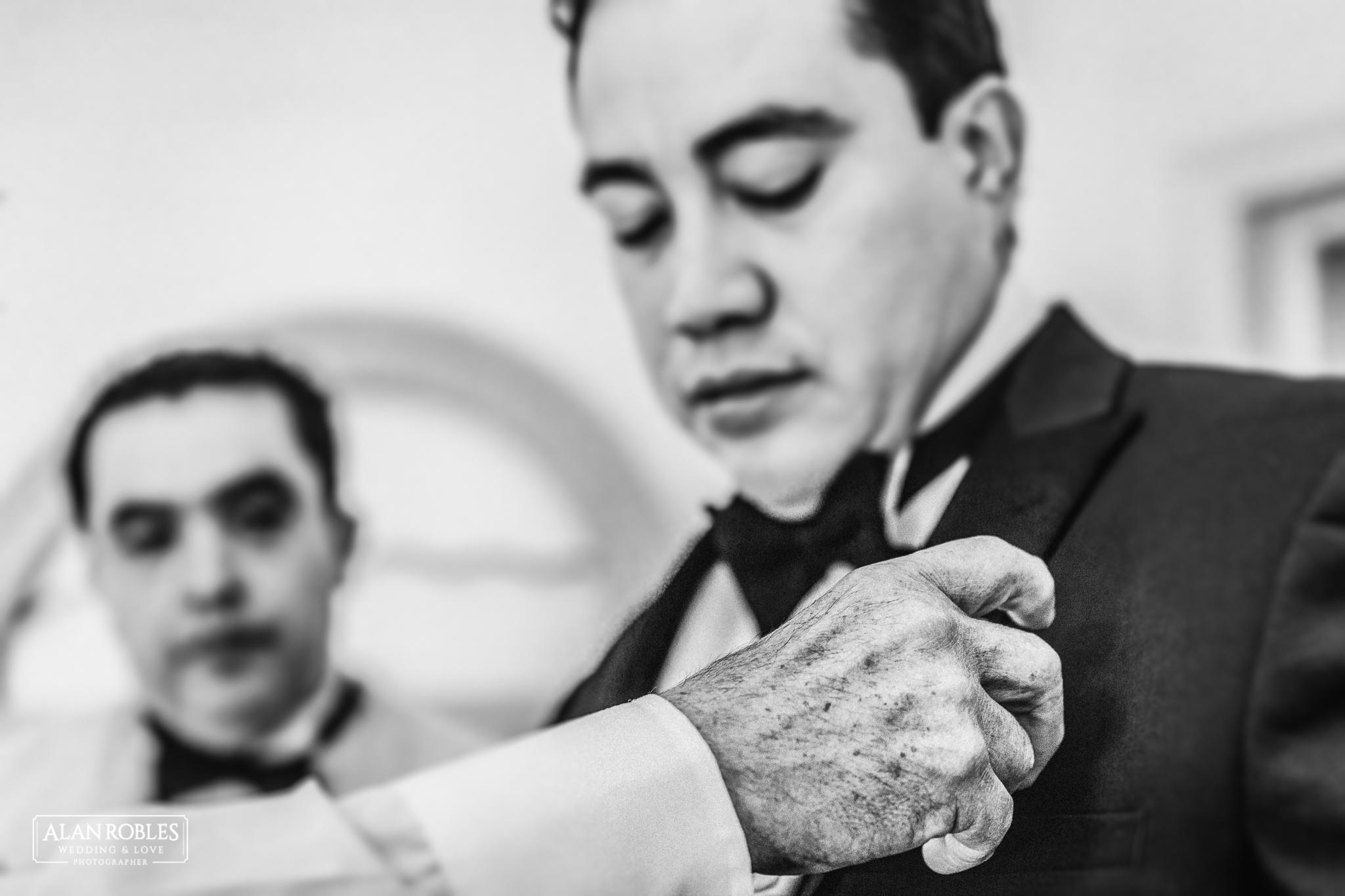 Getting Ready del novio, fotografia de bodas en Blanco. Alan Robles, fotografo de Bodas en Guadalajara.