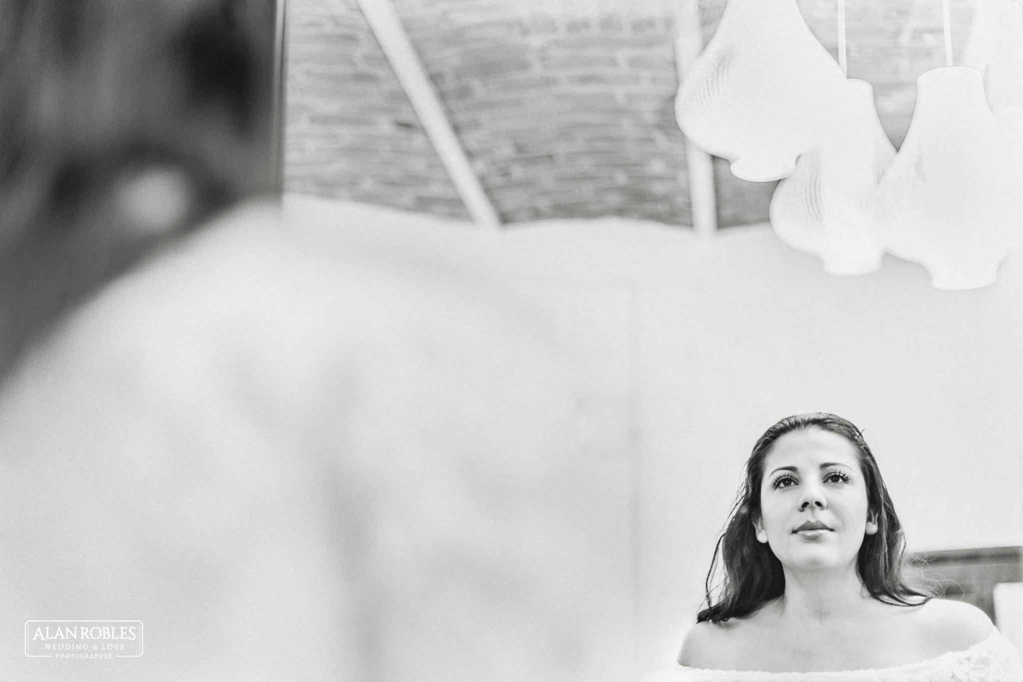 Getting Ready de la novia, fotografia de bodas en Blanco y Negro. Alan Robles, fotografo de Bodas en Guadalajara.