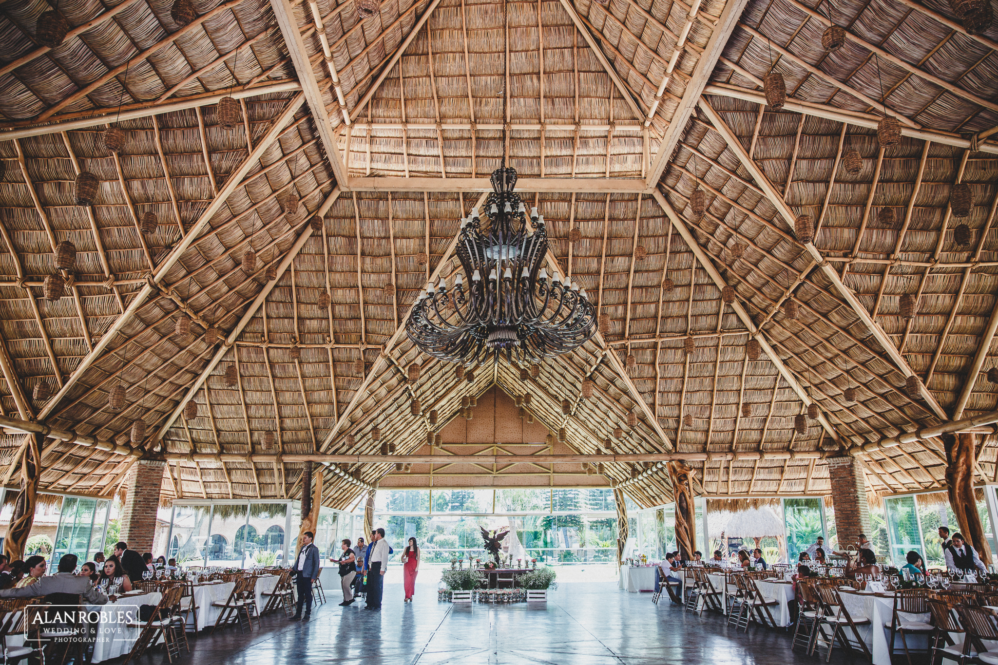 Vista general del interior de Hacienda Los Pozos en Guadalajara. Fotografo de bodas Alan Robles.