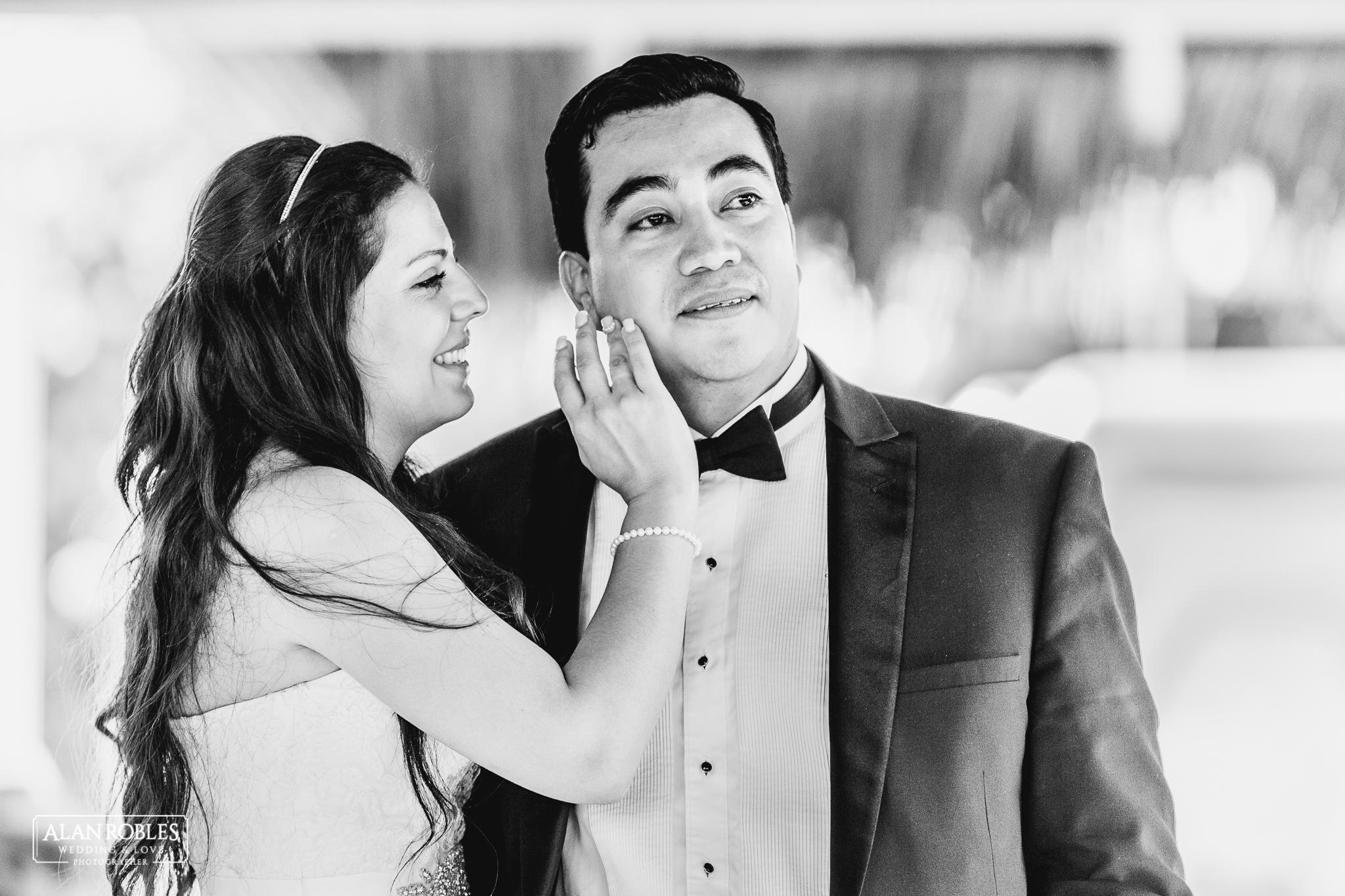 Novio llorando en su boda. Novia enamorada. Alan Robles Fotografo de bodas en Guadalajara.