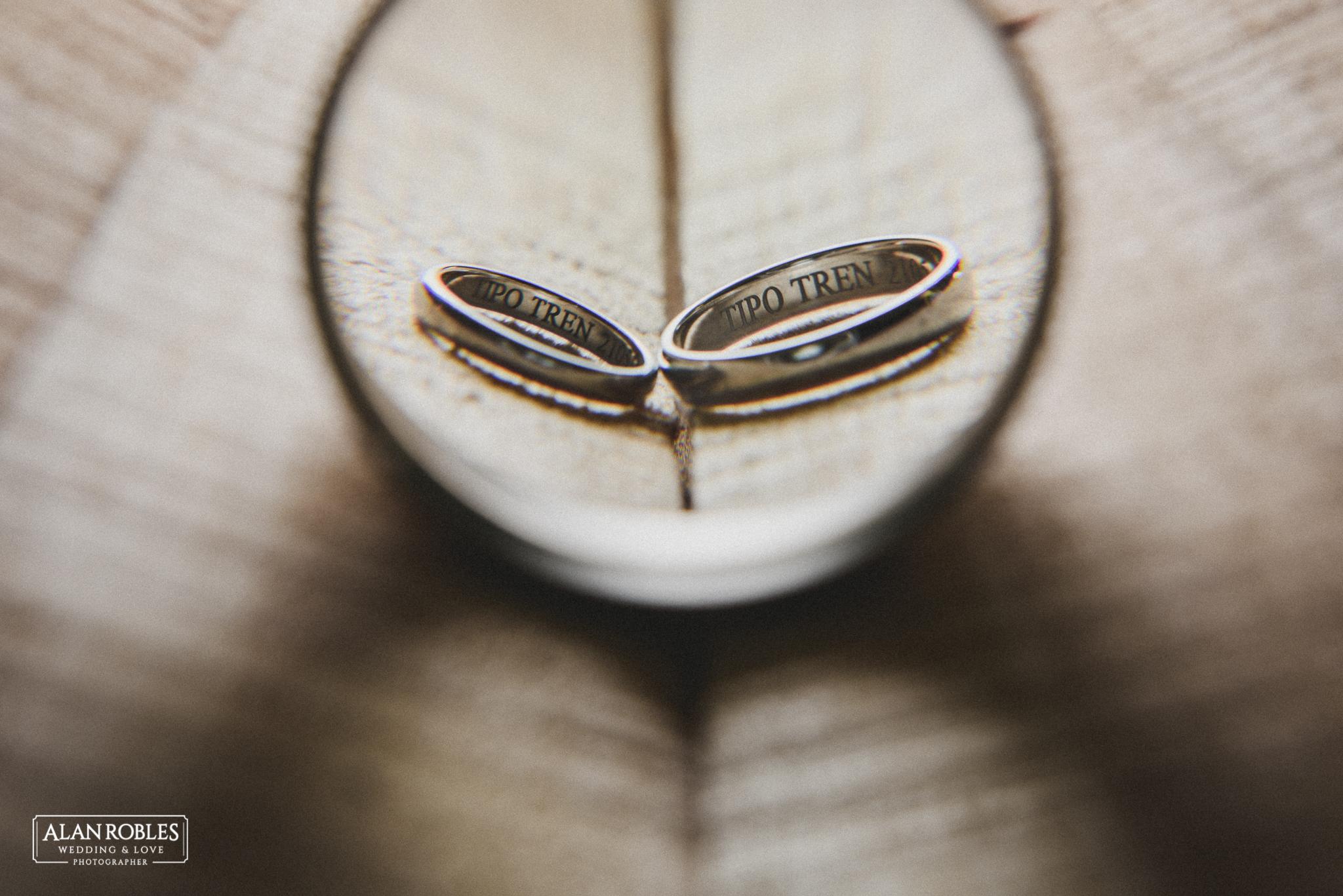 Anillos de boda grabados. Alan Robles Fotografo de bodas en Guadalajara.