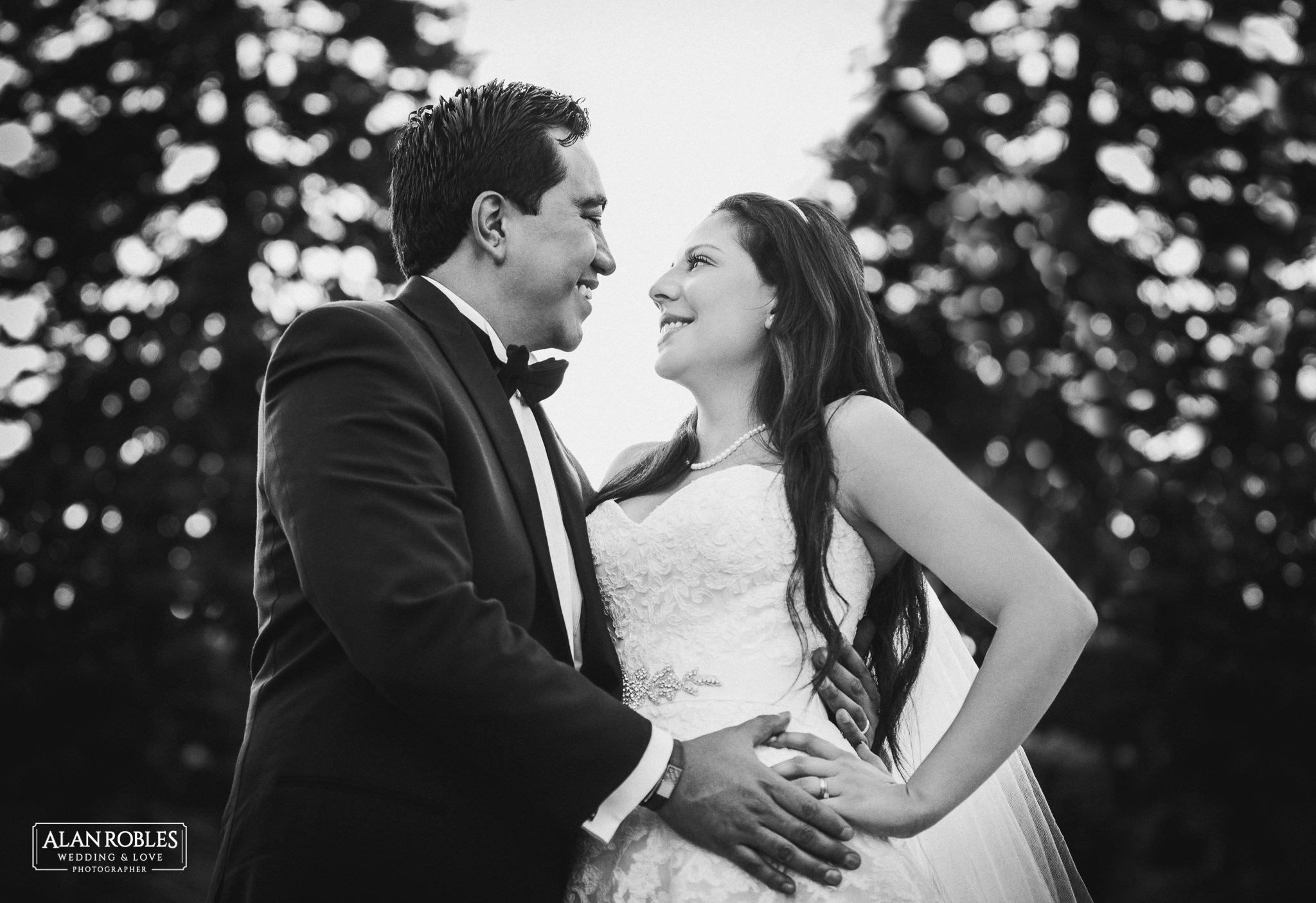 Retrato de novios el dia de su boda. Fotografo Alan Robles en Guadalajara. Wedding session.