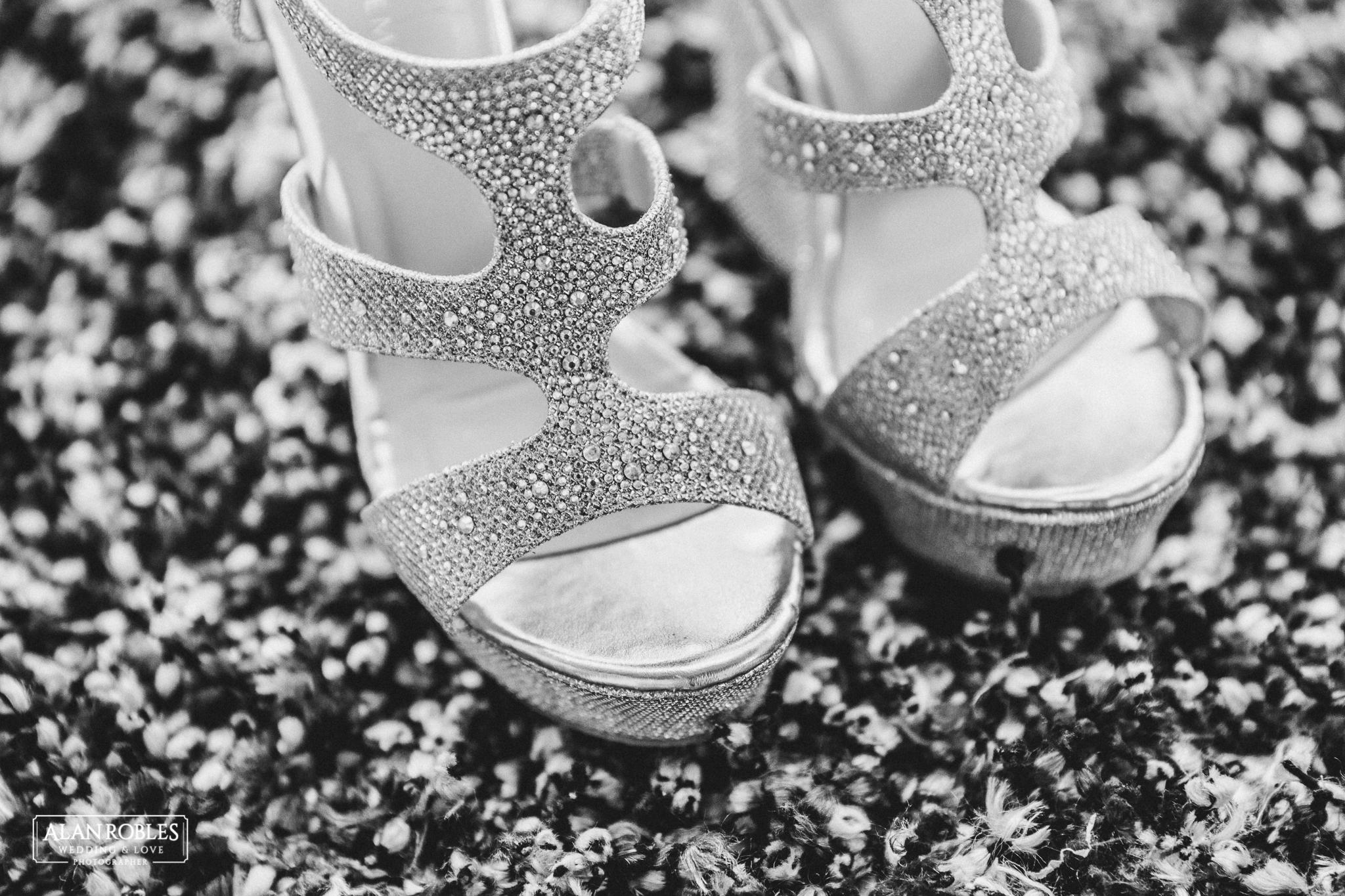 Zapatos de Novia en el Getting Ready en Hacienda Los Pozos en Guadalajara. Alan Robles Fotografo de Bodas.