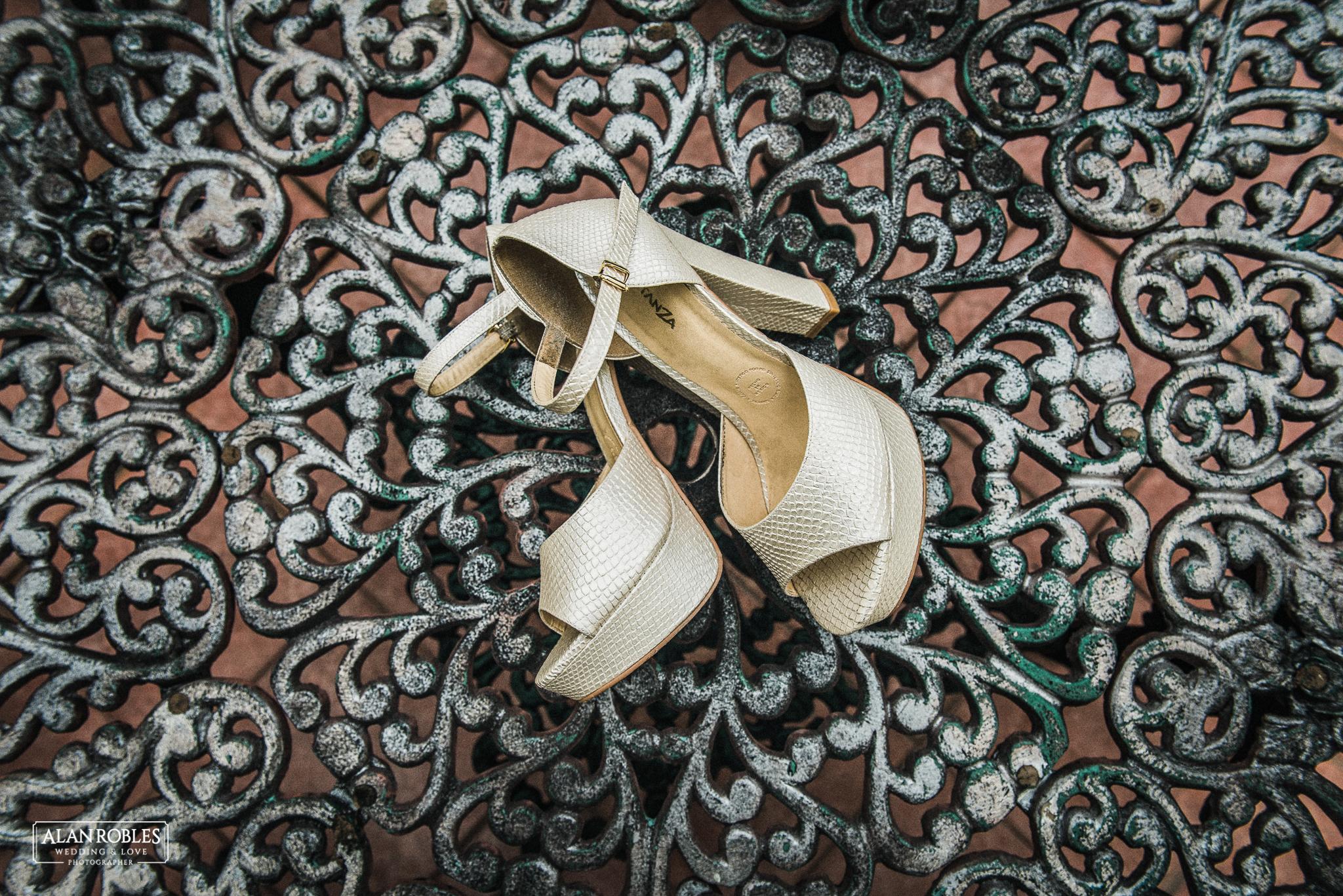 Zapatos de Novia en el Getting Ready, Wedding shoes. Alan Robles Fotografo de Bodas.
