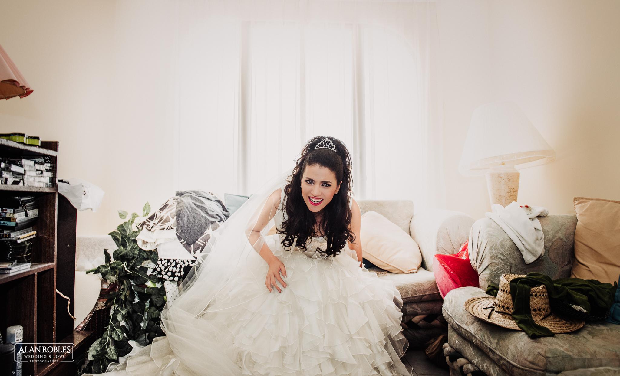 Retrato de la Novia en Getting Ready para su boda. Mejores fotos de boda, Wedding moments. El mejor fotografo de bodas en Guadalajara Alan Robles Wedding Photographer.