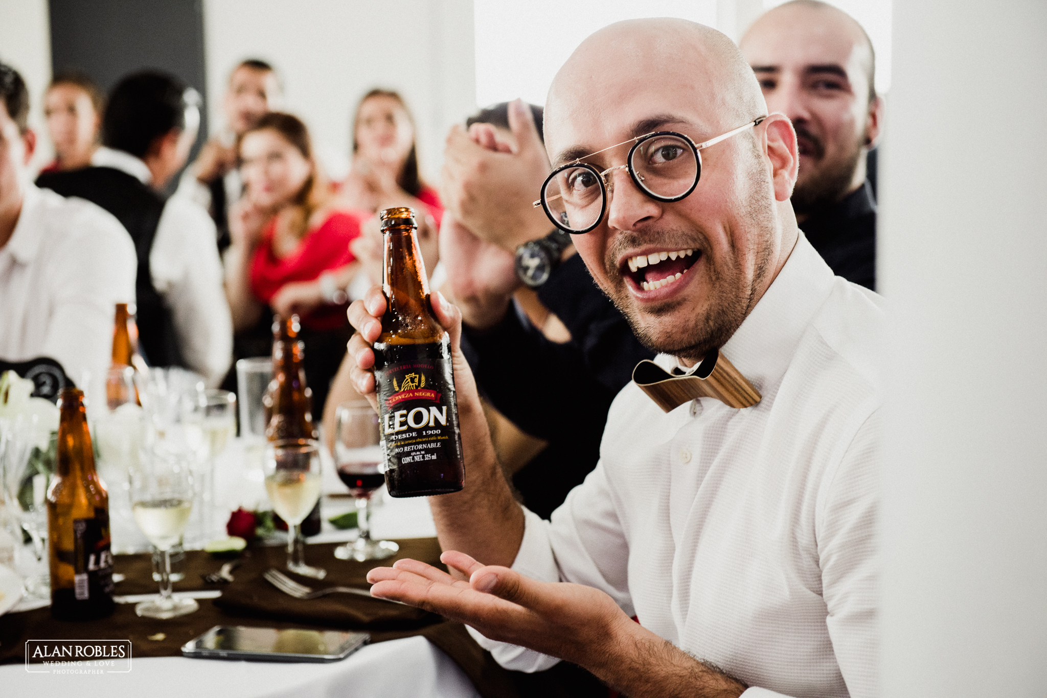 Recepcion y fiesta de boda en Hotel Malibu. Fotografo de Bodas Alan Robles en Guadalajara..