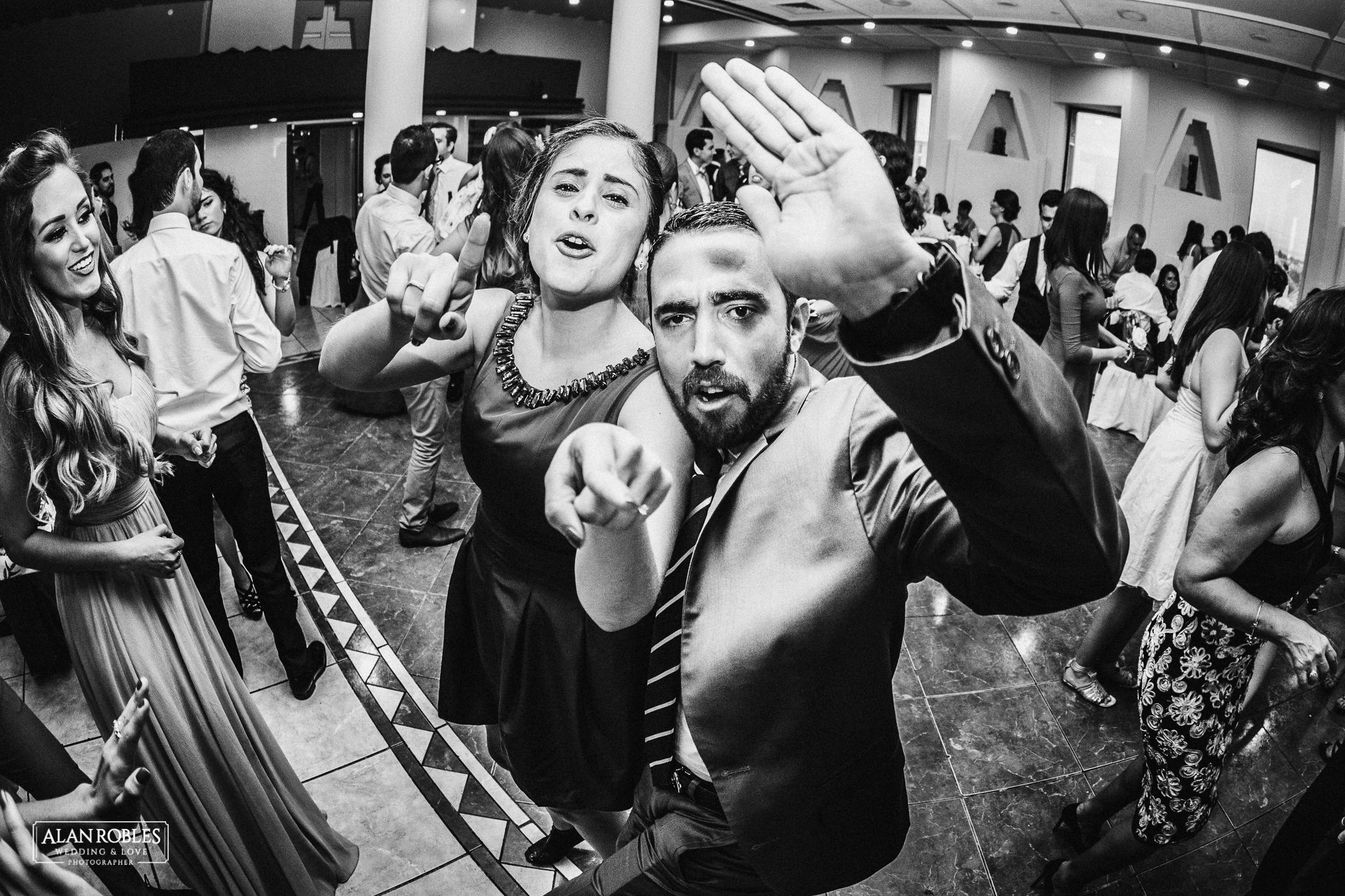Recepcion y fiesta de boda en Hotel Malibu. Fotografo de Bodas Alan Robles en Guadalajara. Musica y baile en boda.