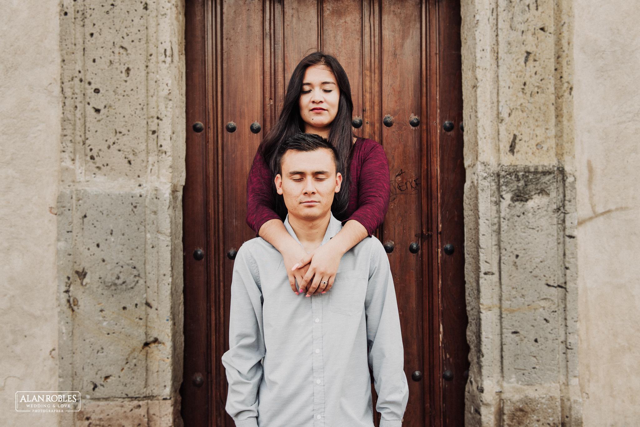 Sesion de fotos Preboda en Laguna de Cajititlan. Fotografia de bodas - Alan Robles Wedding & Love Photographer, Fotografo de bodas en Guadalajara. Anillo de compromiso.