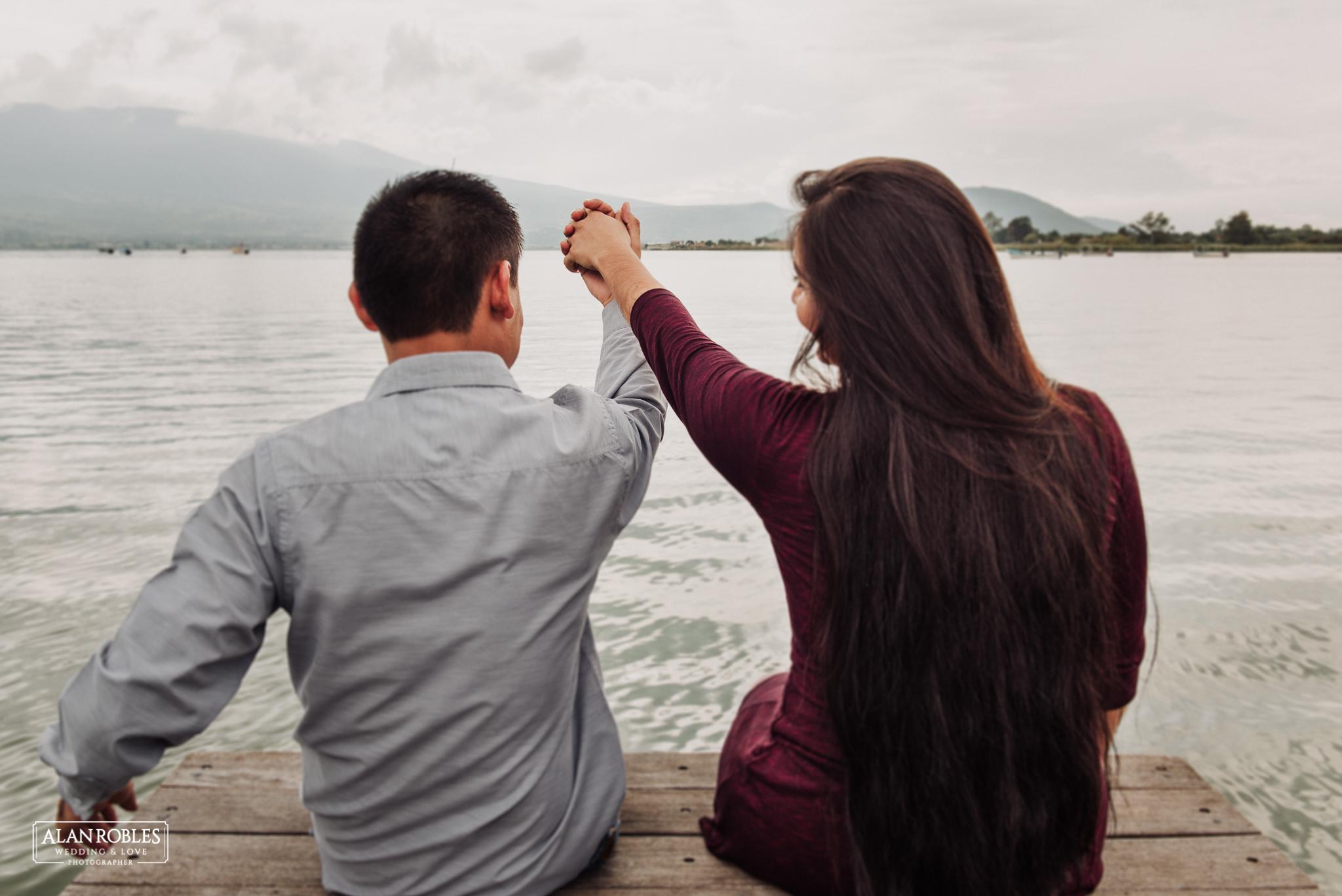 Sesion de fotos Preboda en Laguna de Cajititlan. Fotografia de bodas - Alan Robles Wedding & Love Photographer, Fotografo de bodas en Guadalajara.