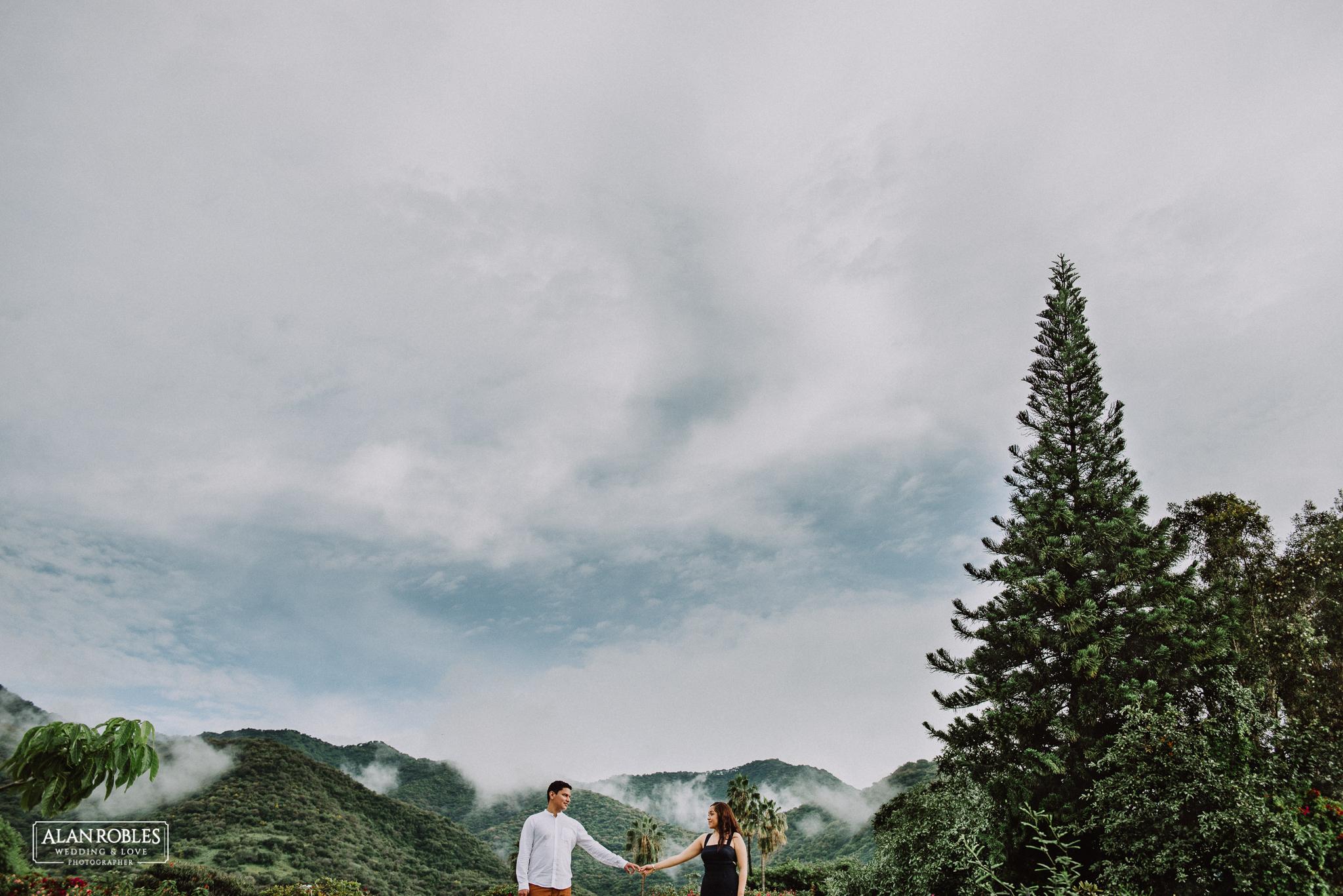 Sesion de fotos Preboda en Laguna de Chapala, Ajijic. Fotografia de bodas - Alan Robles Wedding & Love Photographer. Fotos creativas para boda. Ideas para fotos de boda. El mejor fotografo de bodas en Guadalajara. Love Session y One day of love. Las mejores fotos de amor, boda y preboda.