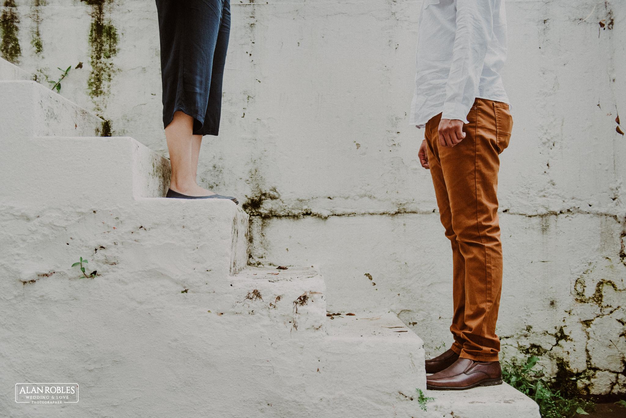 Sesion de fotos Preboda en Laguna de Chapala, Ajijic. Fotografia de bodas - Alan Robles Wedding & Love Photographer. Fotos creativas para boda. Ideas para fotos de boda. El mejor fotografo de bodas en Guadalajara.