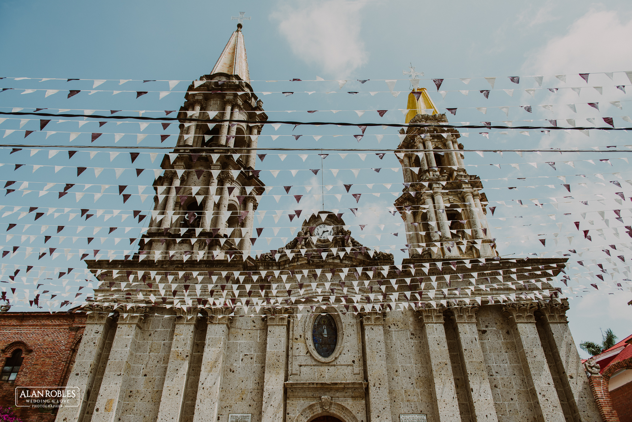 Iglesia de Chapala, Parroquia de San Francisco. Alan Robles Fotografo de Bodas. Destination Wedding. Fotografia de bodas.
