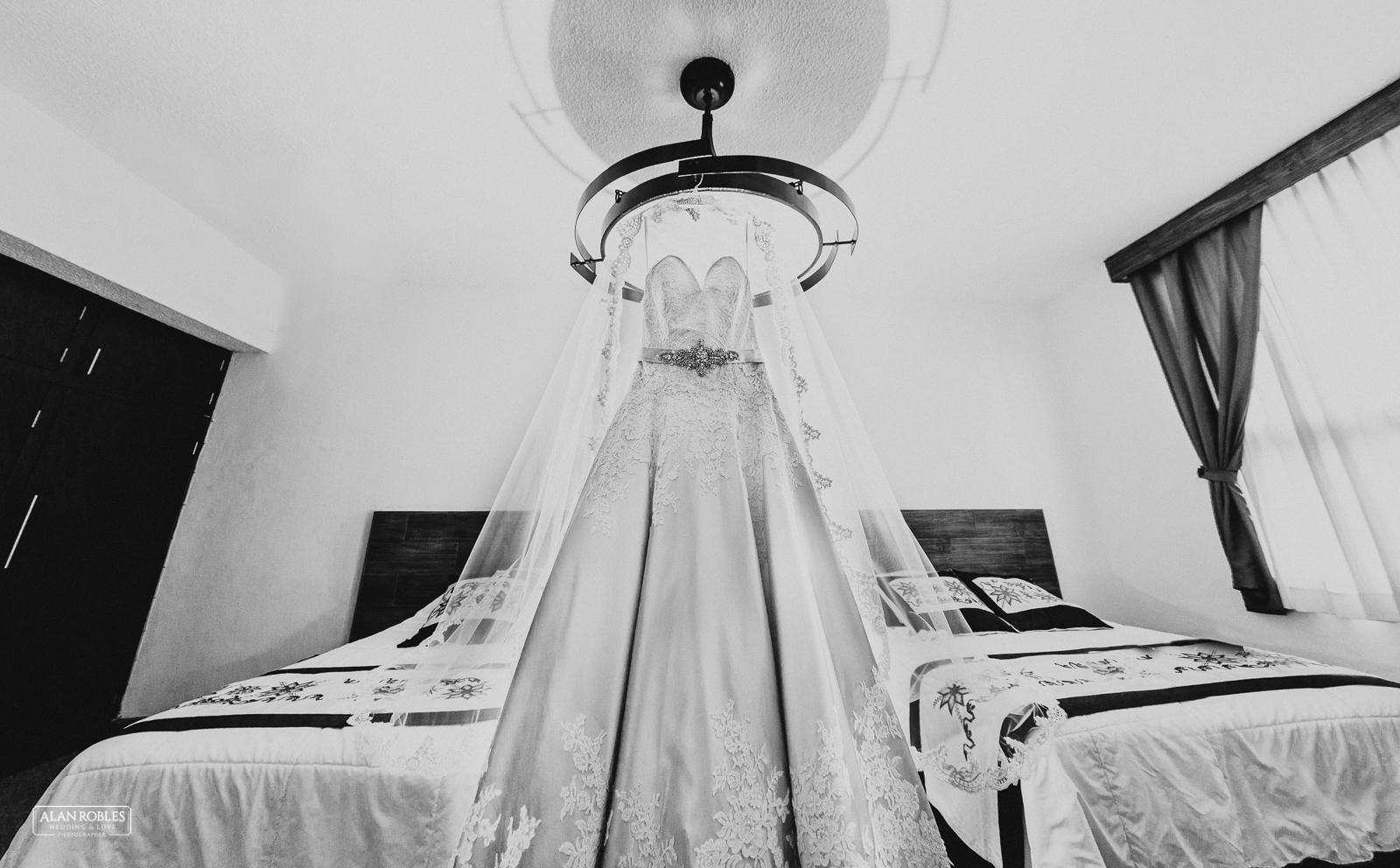 Fotografo de Bodas en Guadalara Alan Robles - Boda en Tlaquepaque Centro historico - Vestido de Novia - Bride Dress