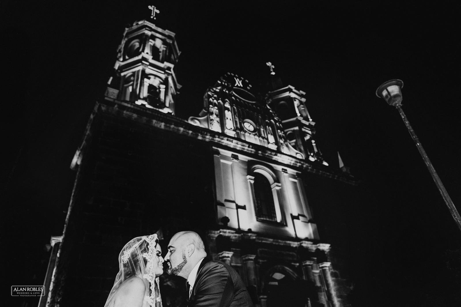 Fotografo de Bodas en Guadalara Alan Robles - Boda en Tlaquepaque Centro historico - Santuario de nuestra señora de la soledad
